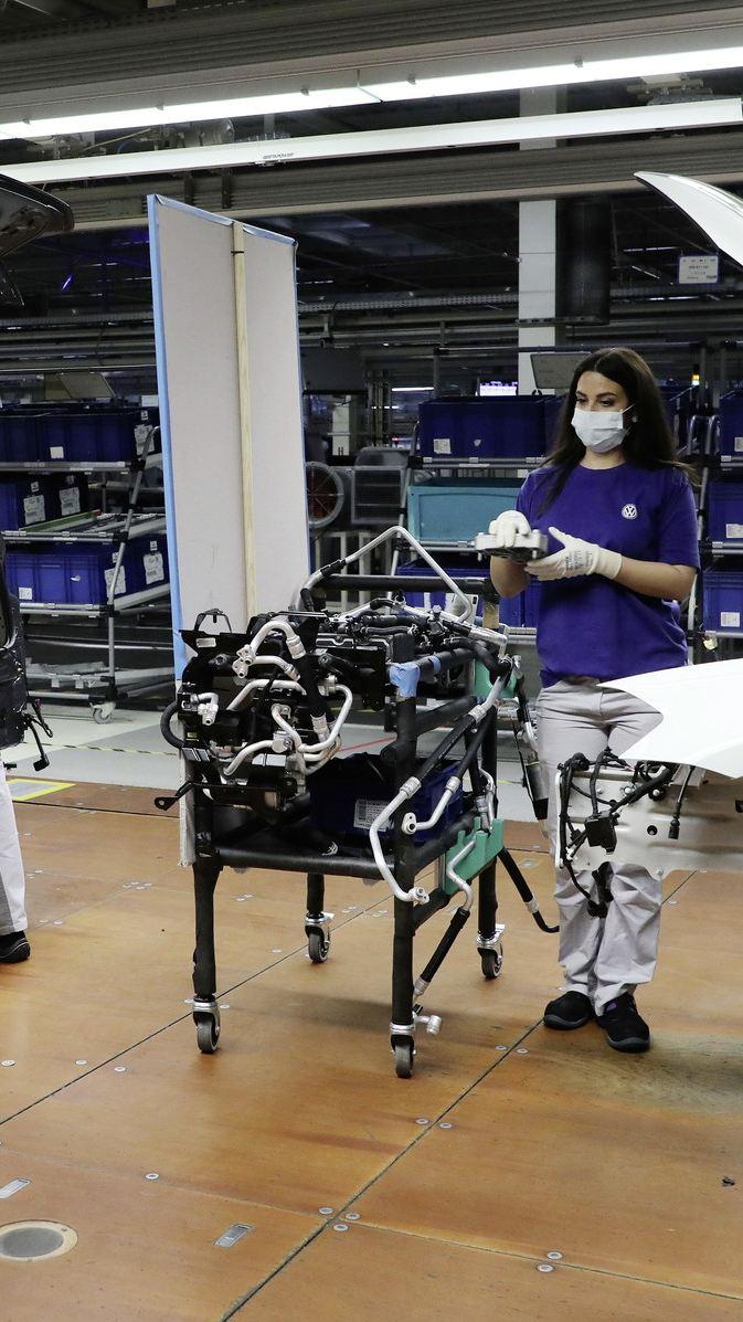 Volkswagen zacznie stopniowo wznawiać produkcję