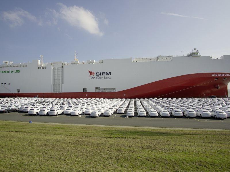 Koncern Volkswagen po raz pierwszy wykorzystuje do transportu samochodów statek zasilany niskoemisyjnym gazem ziemnym