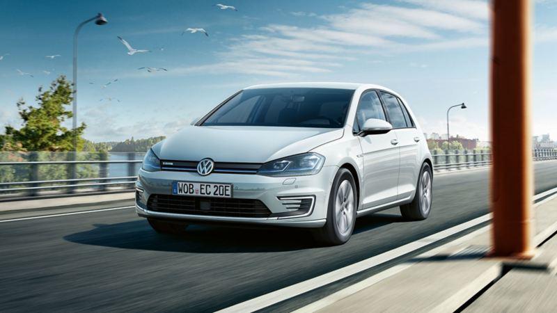 Volkswagen e-Golf elbil forfra i fart