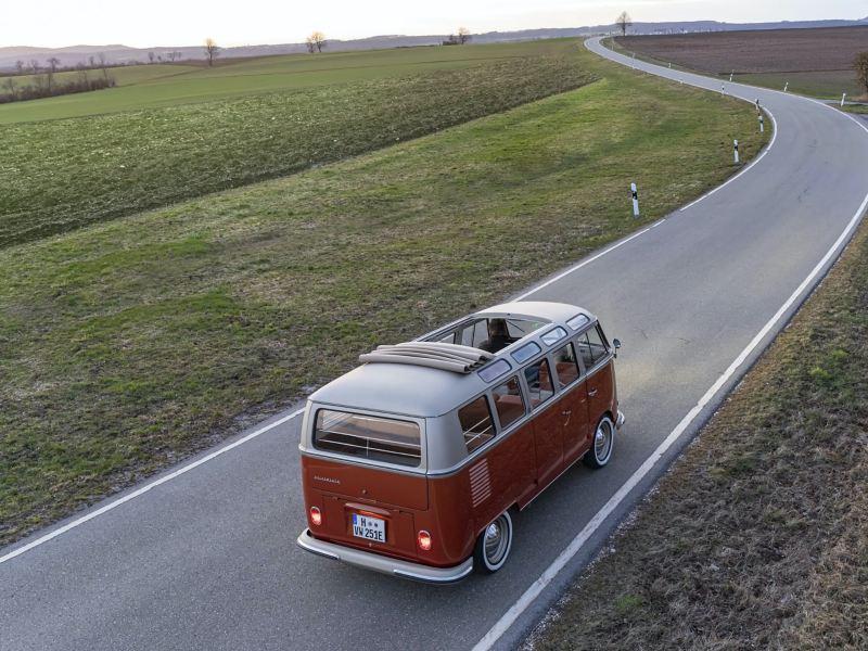 Elektryczny napęd: nowy e-BULLI – crossover czerpiący z klasyki i z najnowszych rozwiązań samochodów elektrycznych