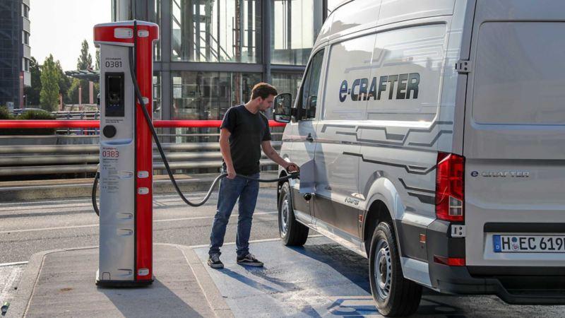 vw Volkswagen e-Crafter el varebil elektrisk varebil elbil elvarebil miljøvennlig grønn budbil bud lading lader elbillader hurtiglader ladestasjon rekkevidde