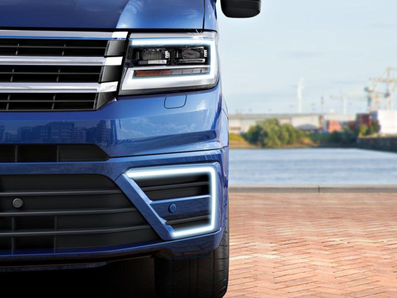 Volkswagen Utilitaires e-crafter bleu phare avant