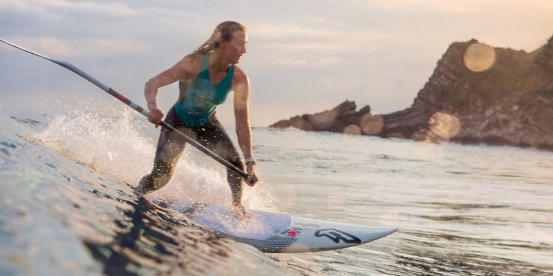 Wave ride with the stand-up paddle board at Biarritz