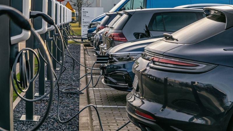 36 punktów ładowania samochodów elektrycznych na terenie Volkswagen Group Polska