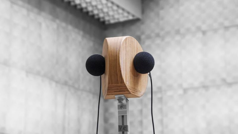 Stereo sound simulation microphone setup in a sound proof studio