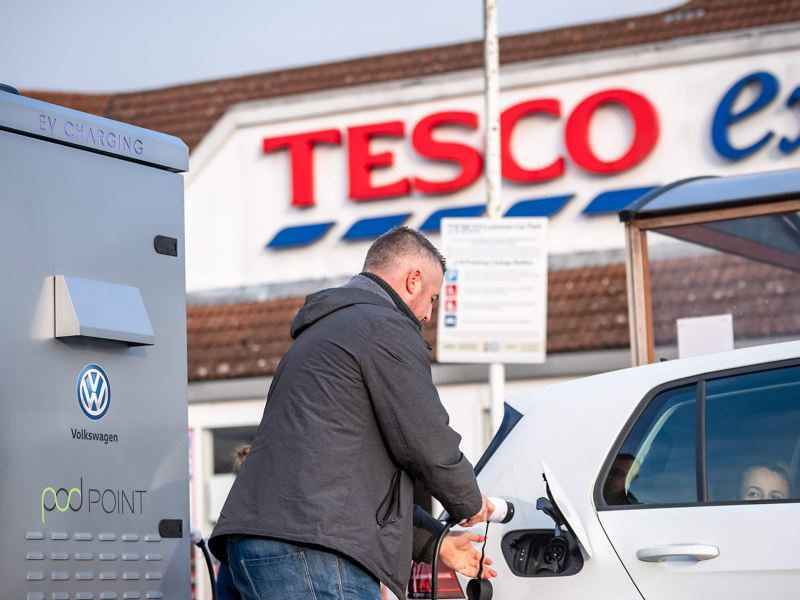 Man outside Tesco charging up his car