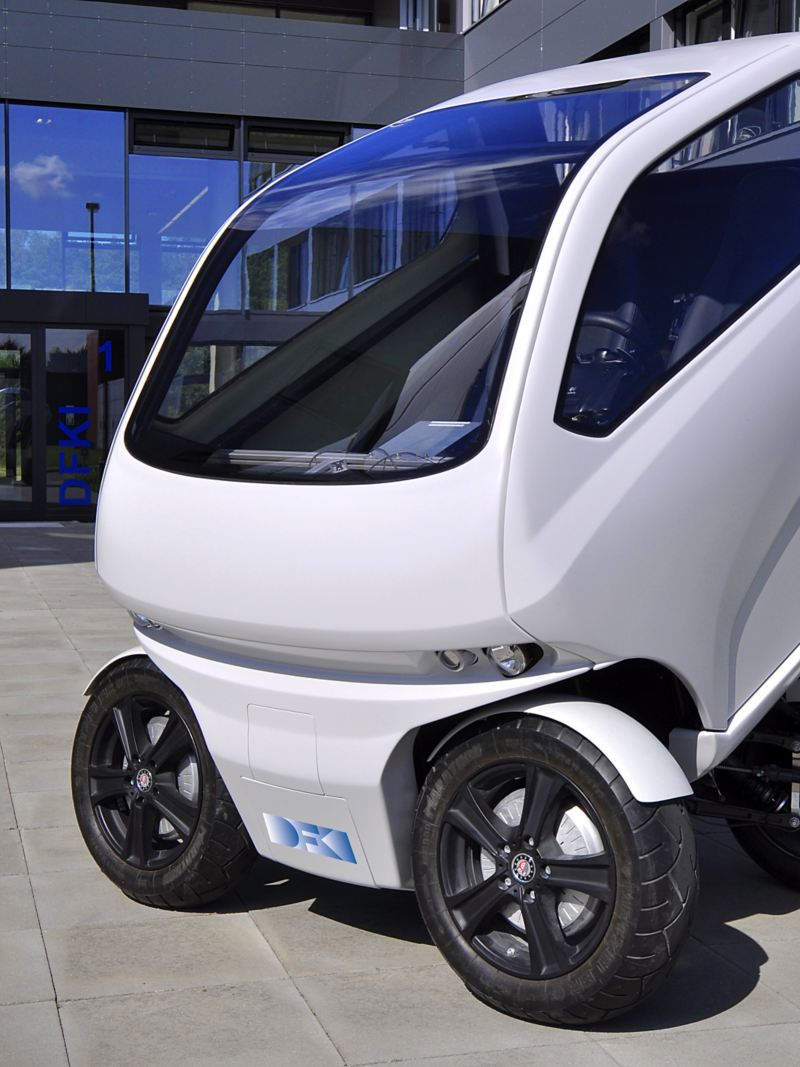 "The ""EO smart connecting car"" electric vehicle can turn its wheels sideways"