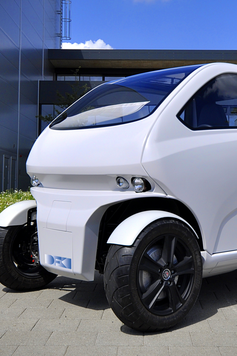 """Electric mobility for megacities: """"EO smart connecting car"""""""