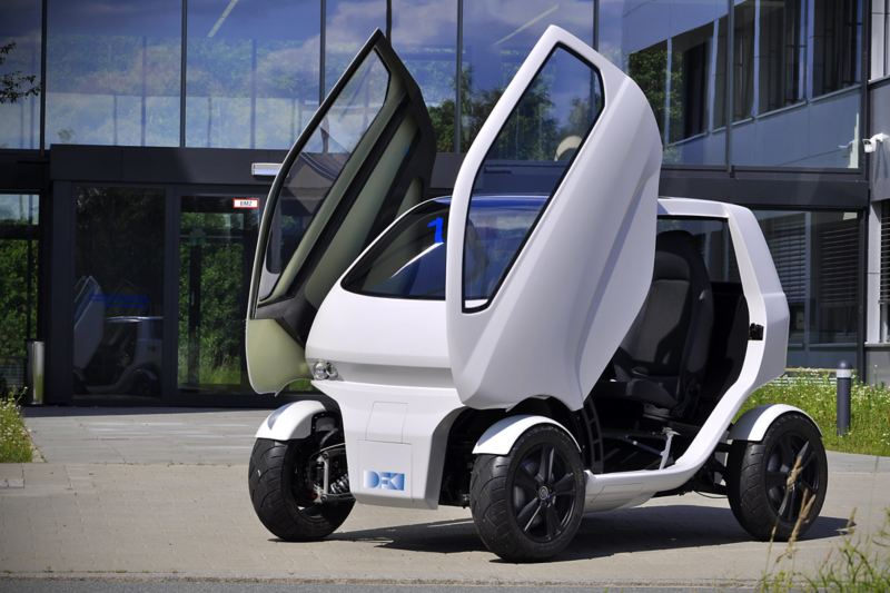 """The """"EO smart connecting car"""" electric vehicle has wing doors"""