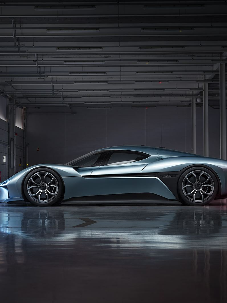 """Side view of the sporty """"NIO EP9"""""""