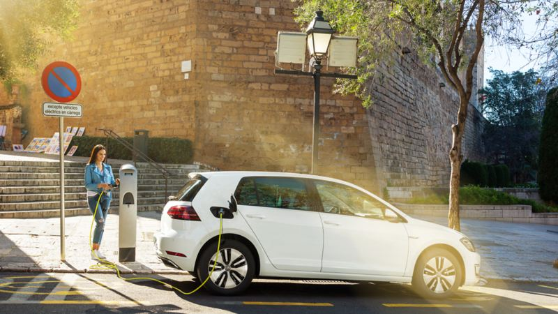 Recharging electric vehicles at charging stations