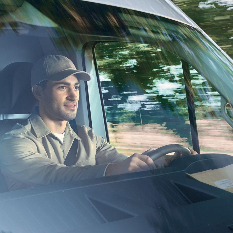 vw Volkswagen Crafter kassebil varebil stor firmabil sjåfør sikkerhetssystem assistentsystem førerassistentsystem trafikkskiltgjenkjenning