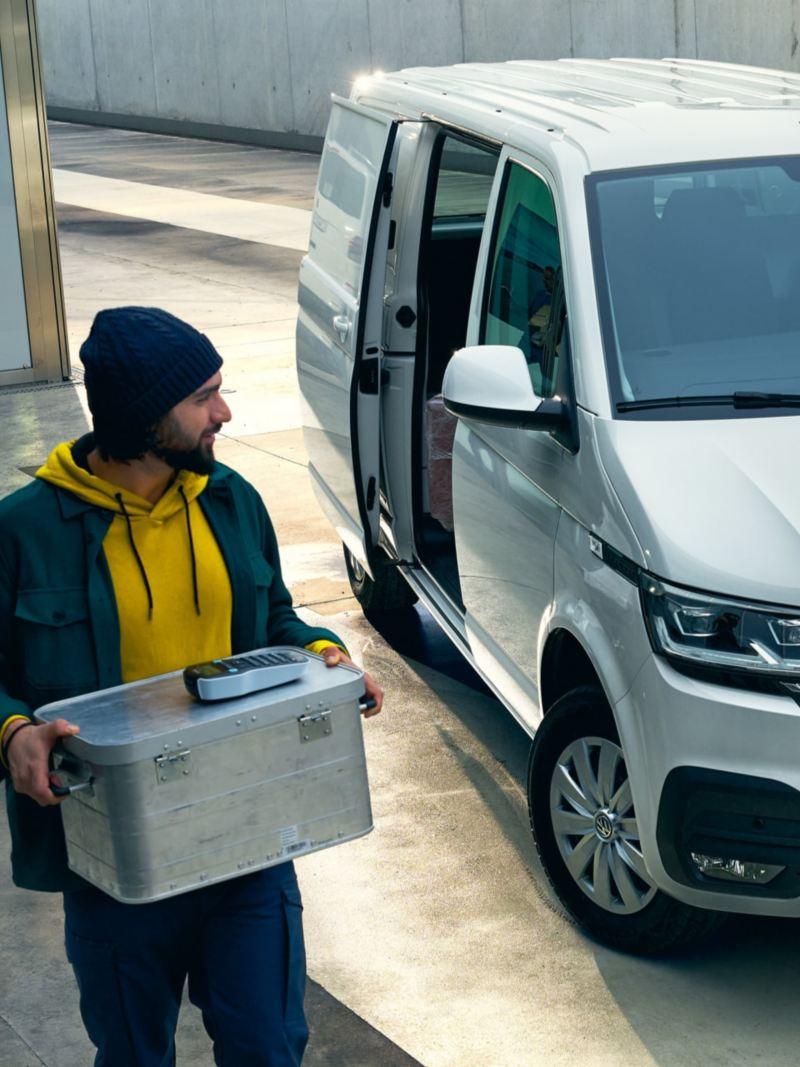 L'ABT e-Transporter 6.1 utilisé en véhicule de livraison rapide.