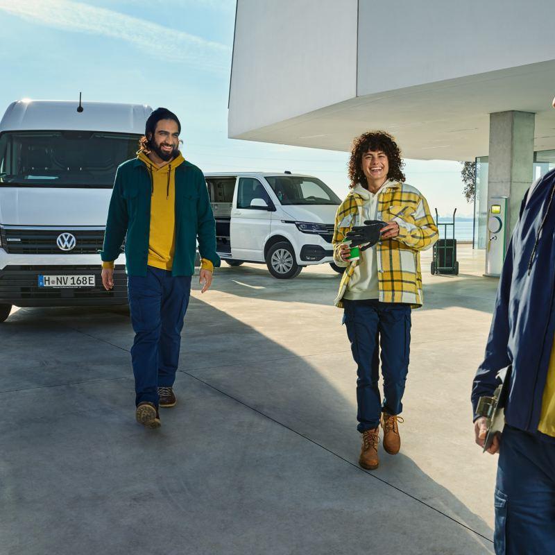 I modelli elettrici Volkswagen e-Crafter , ABT e-Caddy e ABT e-Transporter in azione.