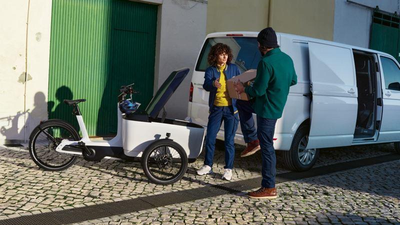Das e-Bike Cargo von Volkswagen Nutzfahrzeuge im Einsatz.