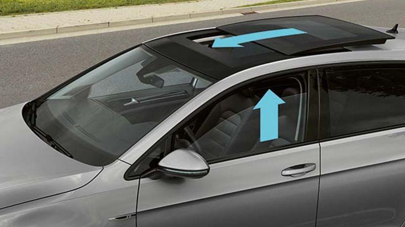 Vista su una Volkswagen dall'alto, le frecce indicano la funzione del sistema proattivo di protezione degli occupanti