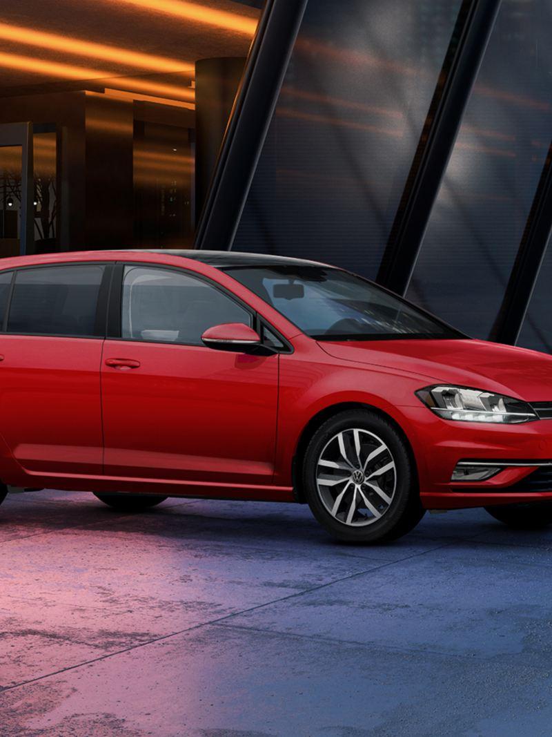 Golf 2020 el auto compacto de Volkswagen en color rojo tornado