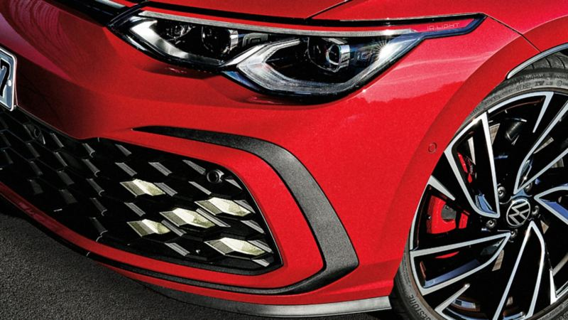 pinze anteriori e pinze dei freni rosse della Golf GTI