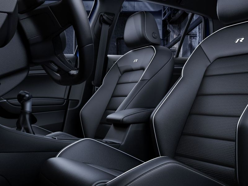 Bucket-style seat in the Golf R