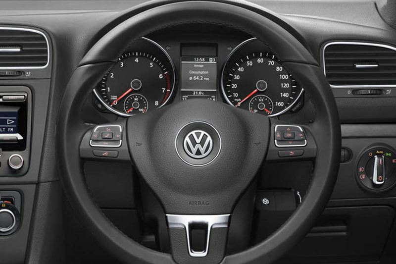 Steering wheel shot of the Volkswagen Golf Cabriolet.