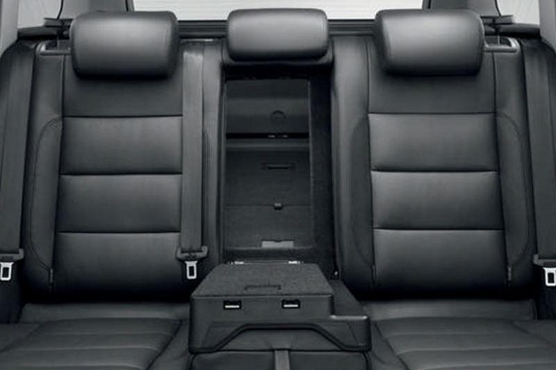 Rear passenger set shot of the Volkswagen Golf Estate.