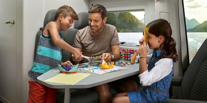 Volkswagen Utilitaires Grand California 30 ans intérieur famille