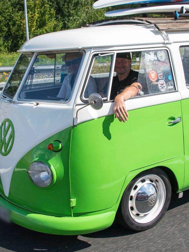 Volkswagen Utilitaires Combi Summer festival 70 ans vert fluo
