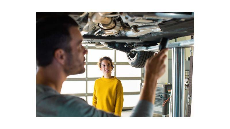 Revisando accesorios en Volkswagen Canarias