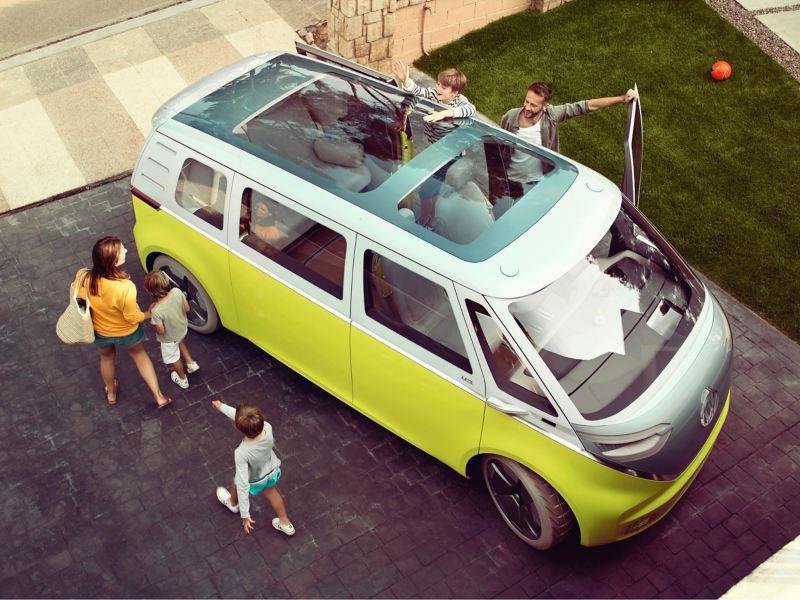 Der Volkswagen ID.Buzz aus der Vogelperspektive.