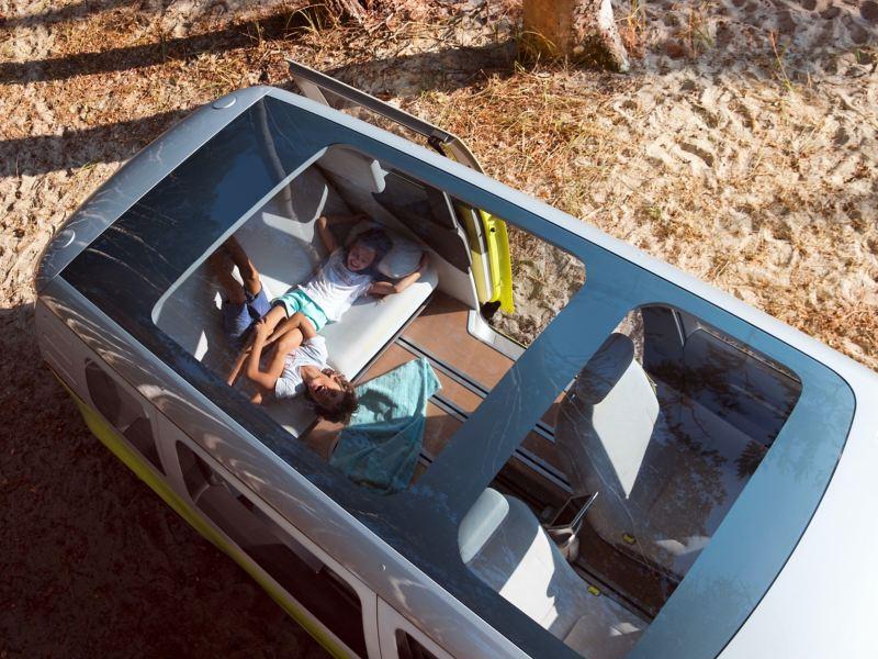 O teto panorâmico do Volkswagen ID. Buzz visto de cima