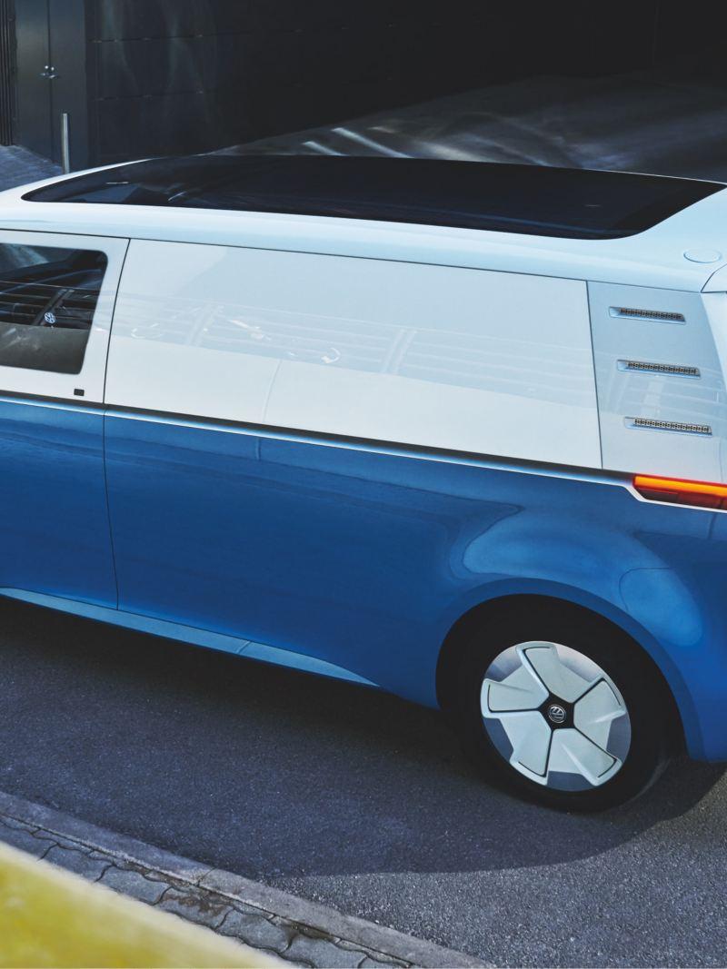 Der Volkswagen ID. Buzz Cargo von schräg oben.