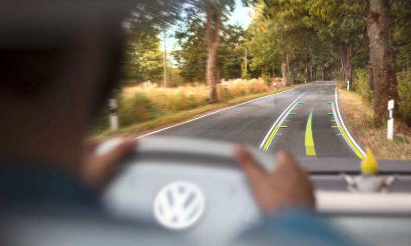 the AR-Head-Up-Display in the ID. Buzz navigates the driver without them having to take their eyes off the road