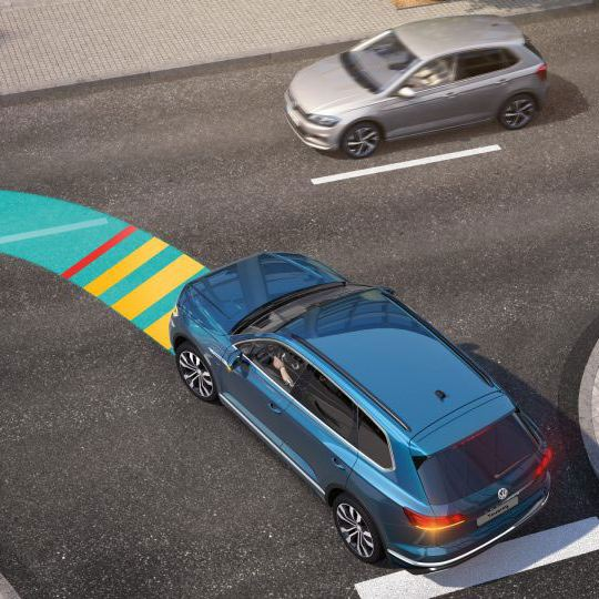 Intersection assist for the Volkswagen Touareg