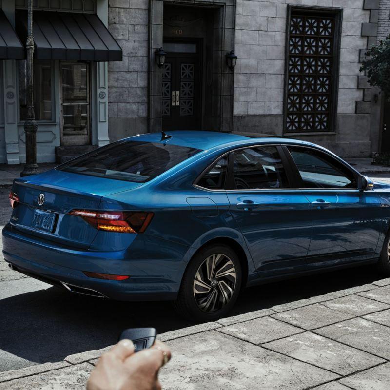 Une Volkswagen Jetta 2020 à distance - Bleu Métallisé