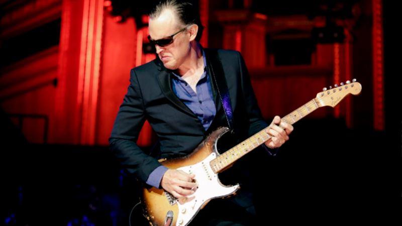 Joe Bonamassa en vivo en colaboración con Fender