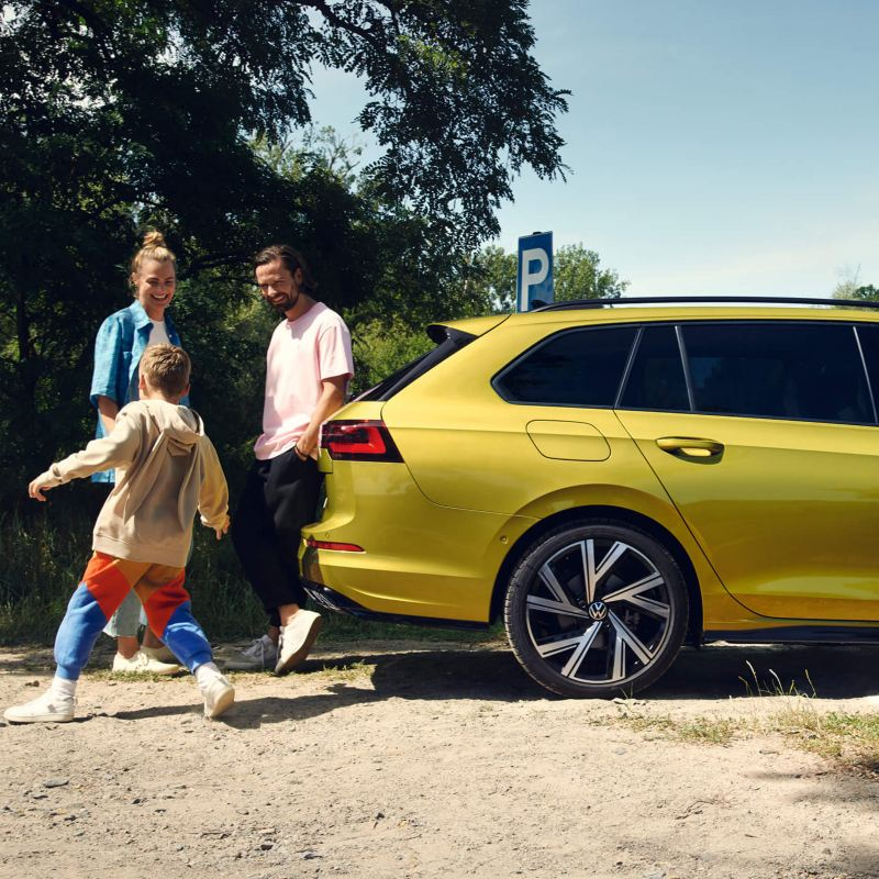 A family on the outside of a Golf 8 Estate