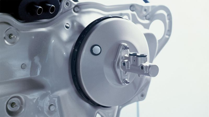 Image of the brakes on a Volkswagen with focus on the brake servo
