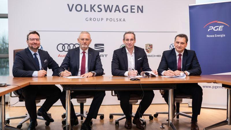 PGE Nowa Energia we współpracy z siecią dealerską Grupy Volkswagen zainstaluje do 300 nowych punktów ładowania aut elektrycznych
