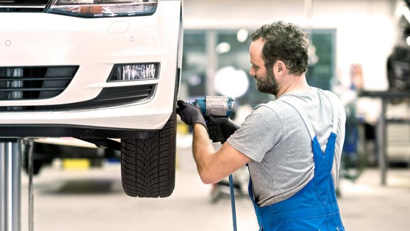 Carro en Taller de servicio de mantenimiento Volkswagen con entrega a domicilio gratuita
