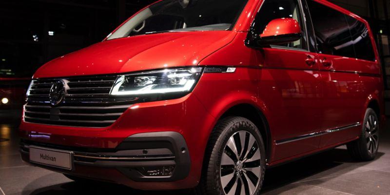 Volkswagen Utilitaires Multivan 6.1 rouge avant