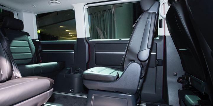 Ein Blick in den Innenraum des Multivan 6.1.