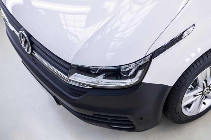 Volkswagen Utilitaires Transporter 6.1 avant phares blanc