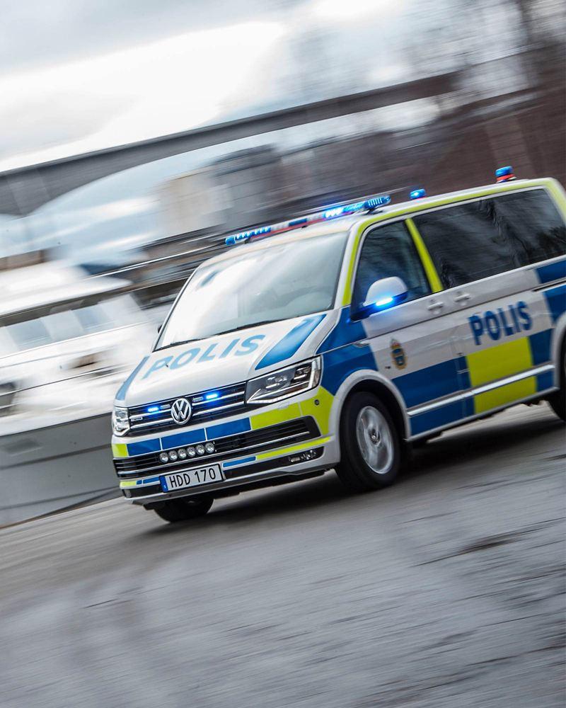 Volkswagen polisbil på åktur