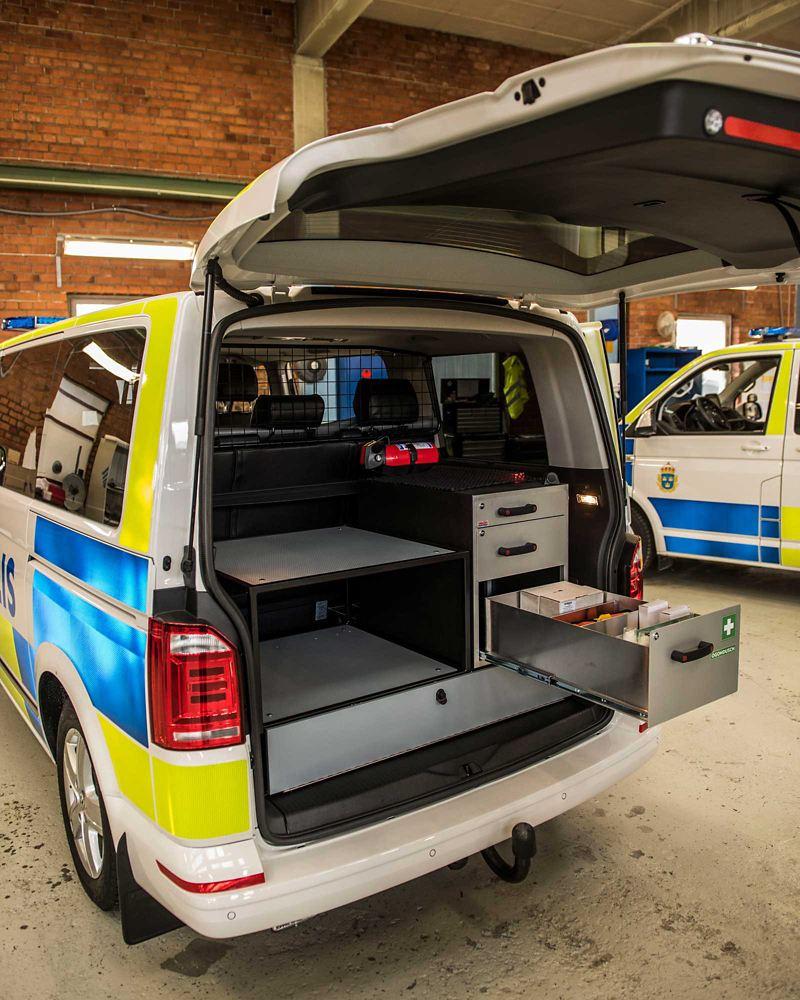 Inredning i lastutrymmet på polisbilen