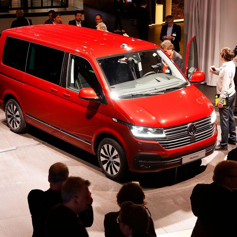 Stort pressuppbåd runt nya Volkswagen Multivan T6.1