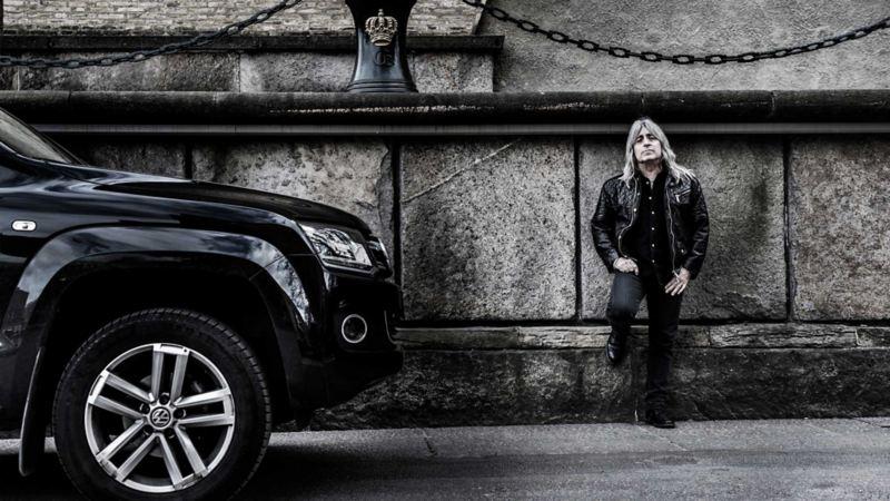 Trummisen Mikkey Dee med sin Volkswagen Amarok