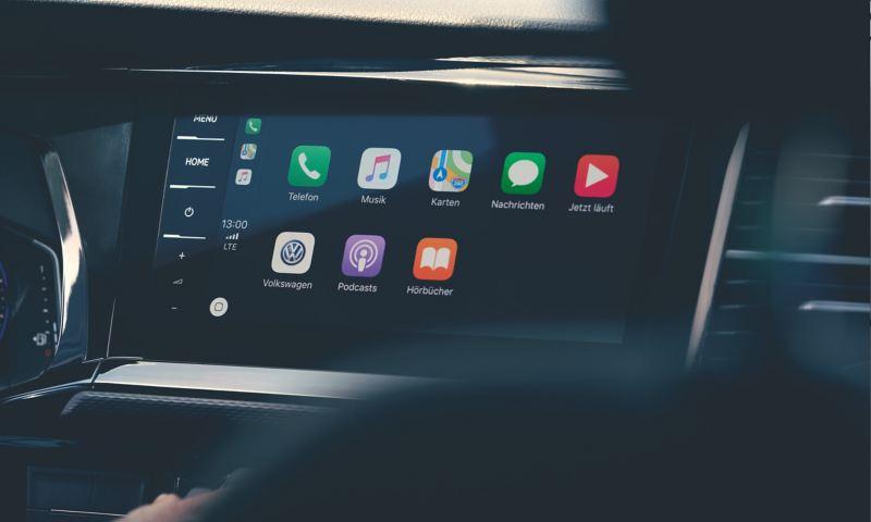 Ein Fahrzeug-Entertainment-System in der Großaufnahme.