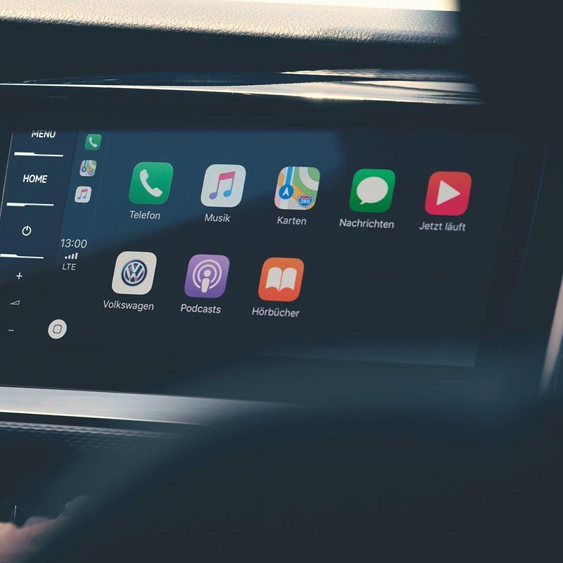 Un sistema di entertainment nella plancia di un veicolo Volkswagen.
