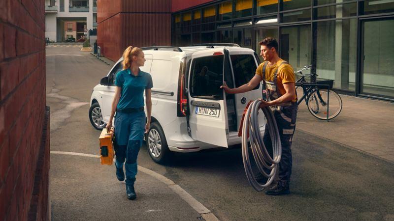 La nouvelle Volkswagen Caddy Cargo en intervention pour un artisan.
