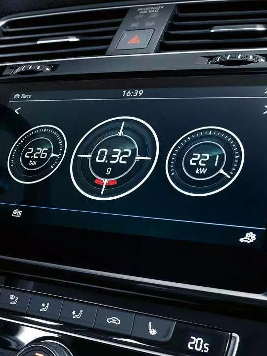 Indicateur de performance numériques de la Golf R